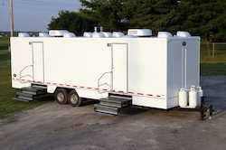 Shower trailer for rent with eight private stalls